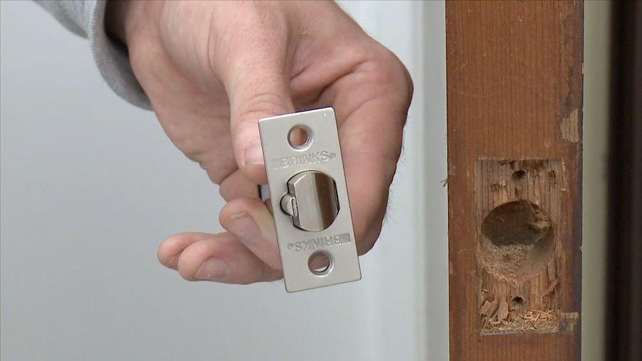 Comment changer une serrure de porte et les ferrures | Canadian Tire