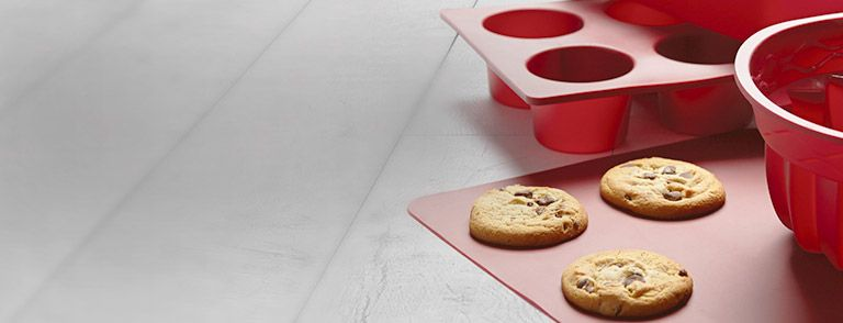 Need a new cake pan or cookie sheet? We've got you covered!