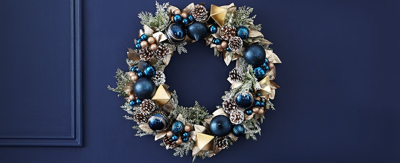 How to make a blue snowy wreath