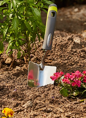 How to choose a Lawn Gardening tools picture