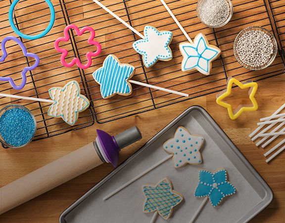 LEARN HOW TO MAKE STAR COOKIE POPS