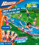 Glissade d'eau à obstacles Banzai Knock'em Sock'em, 16 pi | Banzainull