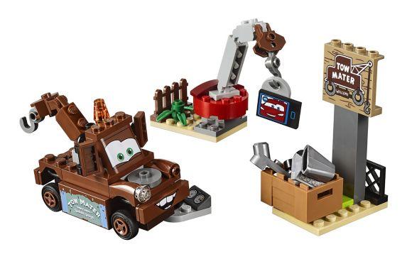 Lego Les Bagnoles 3, Le parc à ferraille de Mater, 62 pièces