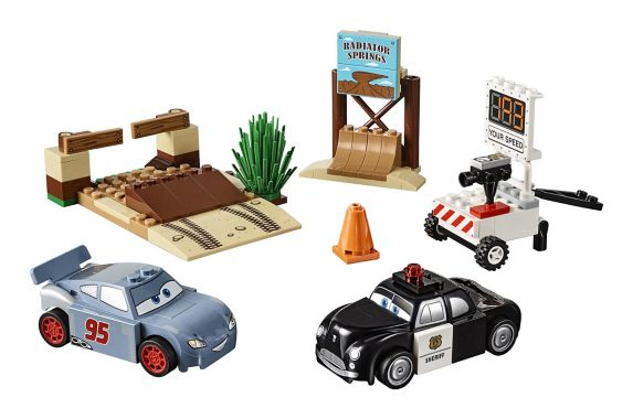 Lego Juniors Cars 3 Willy's Butte Speed Training, 95-pc Product image