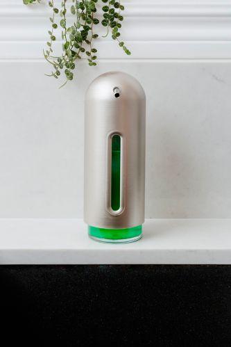 Range-accessoires/distributeur de savon Umbra en forme de pingouin, nickel Image de l'article