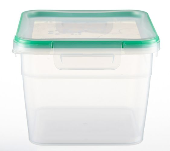 Snapware Tall Square Plastic Food Storage Container, 10.5-cup