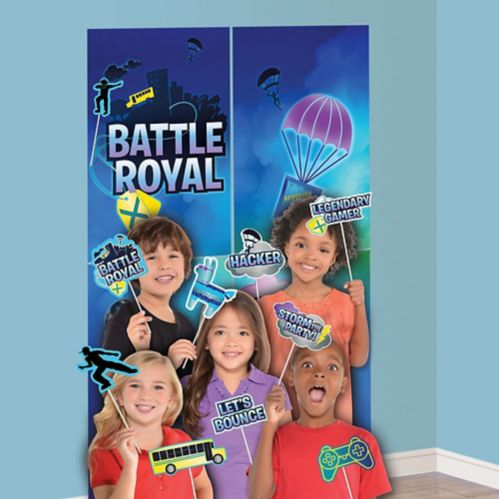 Battle Royal Scene Setter with Photo Booth Props