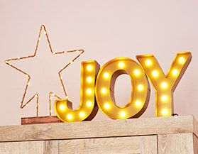 Festive Signs & Hanging Décor Accents