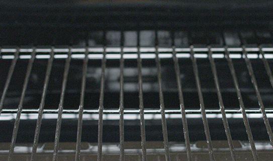 Apprenez l'avantage des grilles de cuisson recouvertes de porcelaine pour les barbecues