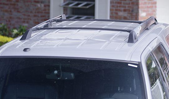Optez pour un système de porte-bagages de toit si votre véhicule n'a pas déjà de barres transversales
