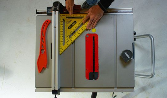 Choisessez un guide de coupe doté d'un alignement parallèle