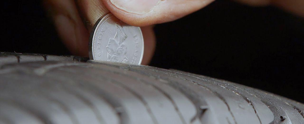 comment v rifier la profondeur de la bande de roulement de vos pneus canadian tire. Black Bedroom Furniture Sets. Home Design Ideas