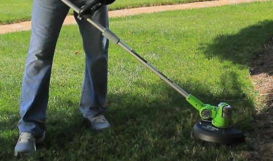 Grass trimmers come with either curved or straight shafts