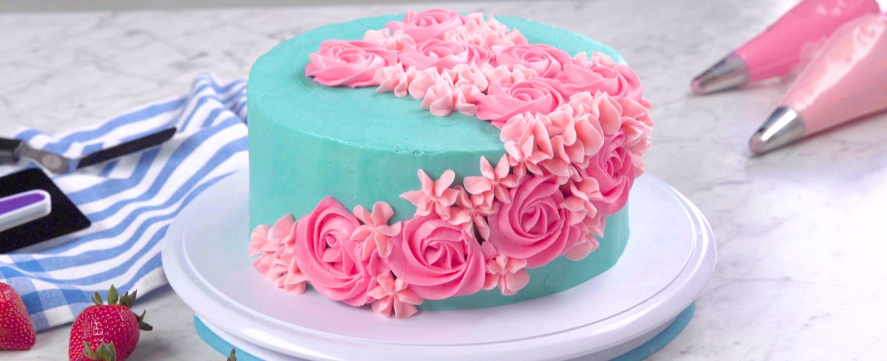 How to create a rosette cake. Play video