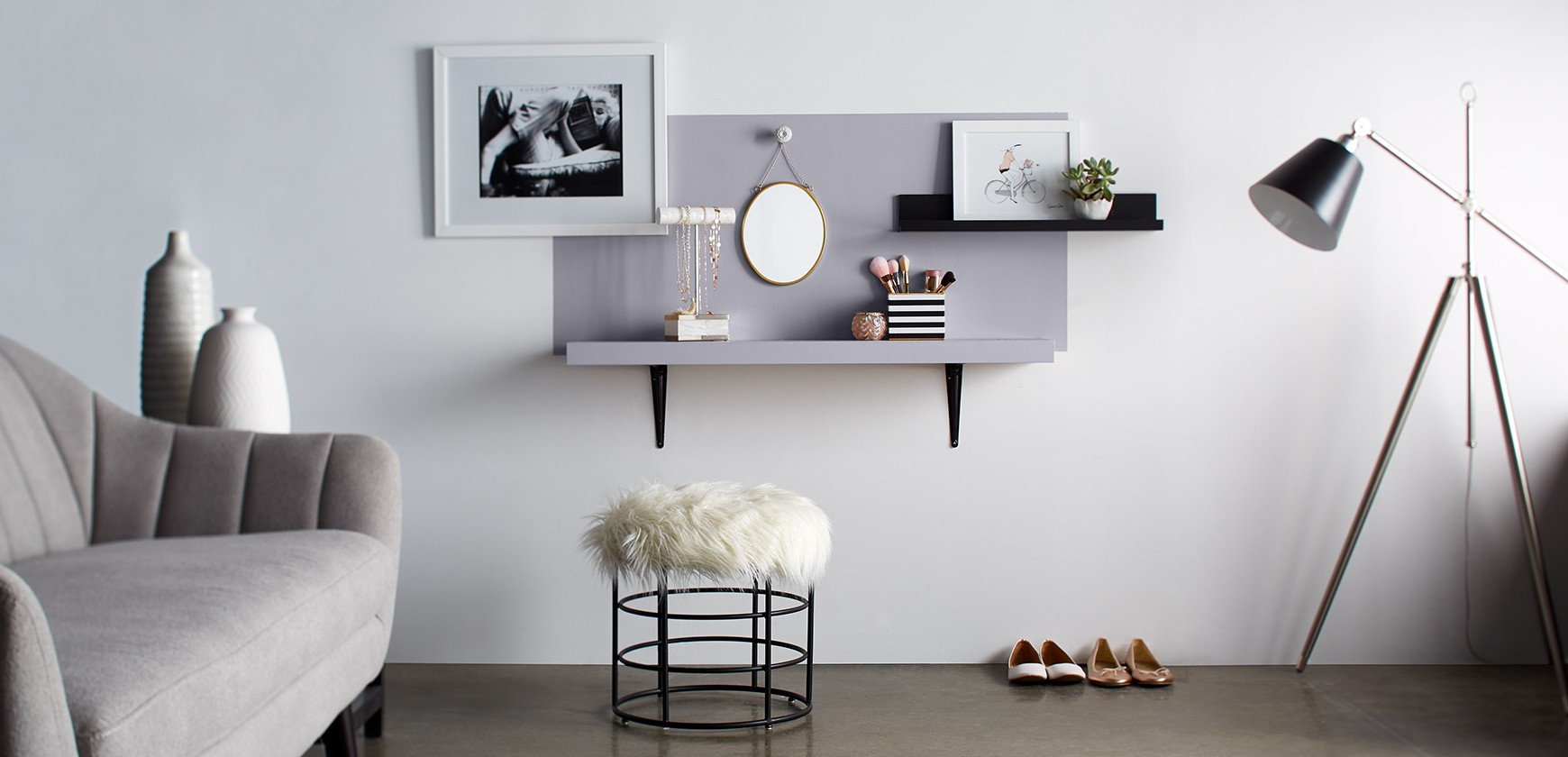 Frame a wall shelf with Premier.