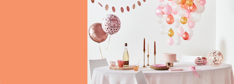 Célébrez votre anniversaire à l'aide de décorations de couleurs vives, de ballons amusants et de magnifiques accessoires.
